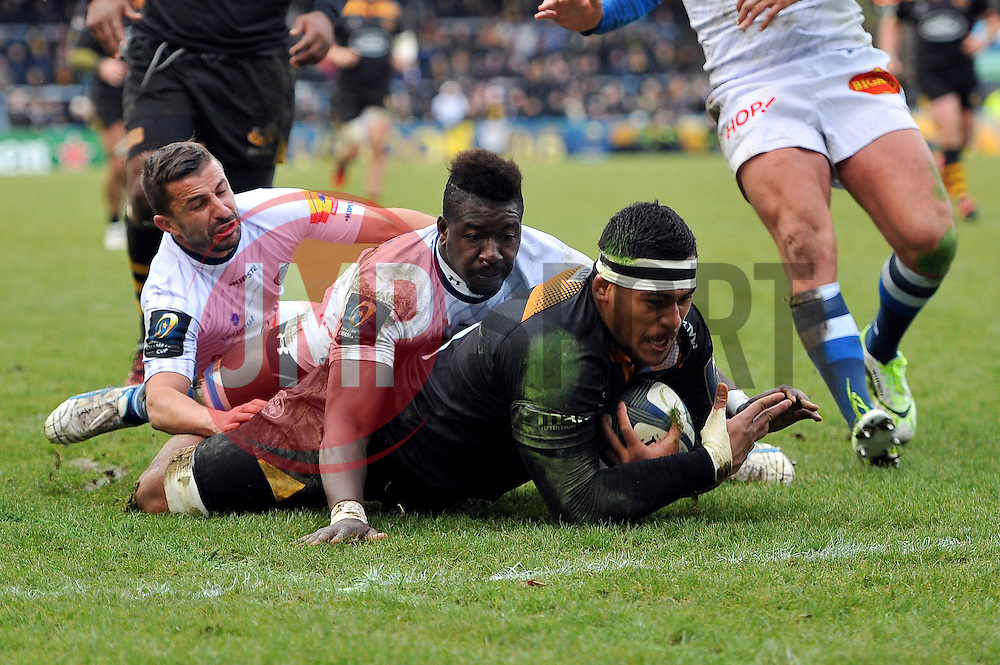 Nathan Hughes of Wasps scores his team's second try - Photo mandatory by-line: Patrick Khachfe/JMP - Mobile: 07966 386802 14/12/2014 - SPORT - RUGBY UNION - High Wycombe - Adams Park - Wasps v Castres Olympique - European Rugby Champions Cup
