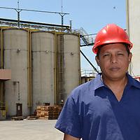 Retratos de empleados de la empresa Heinz de Venezuela(IPABCA) planta Maracay. Aragua. Venezuela. Portraits of employees of the company Heinz de Venezuela (IPABCA) plant Maracay.