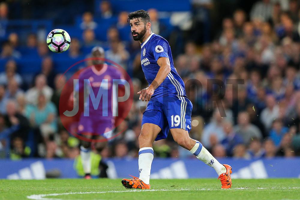 Diego Costa of Chelsea in action - Rogan Thomson/JMP - 15/08/2016 - FOOTBALL - Stamford Bridge Stadium - London, England - Chelsea v West Ham United - Premier League Opening Weekend.