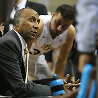 ORLANDO, FL - NOVEMBER 15: Head coach Johnny Dawkins of the UCF Knights talks in the huddle during a NCAA basketball game against the Gardner-Webb Runnin Bulldogs at the CFE Arena on November 15, 2017 in Orlando, Florida. (Photo by Alex Menendez/Getty Images) *** Local Caption *** Johnny Dawkins