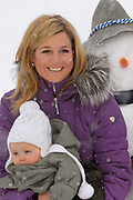 The winter sport photograph session of his royal highness the prince of oranje, her royal highness princess Máxima, her royal highness princess Catharina-Amalia and her royal highness princess Alexia during their holiday in Lech.<br /> <br /> <br /> De wintersportfotosessie van Zijne Koninklijke Hoogheid de Prins van Oranje, Hare Koninklijke Hoogheid Prinses Máxima, Hare Koninklijke Hoogheid Prinses Catharina-Amalia en Hare Koninklijke Hoogheid Prinses Alexia tijdens hun vakantie in Lech.<br /> <br /> Op de foto / On the Photo:<br /> <br /> <br /> <br /> Máxima en Alexia