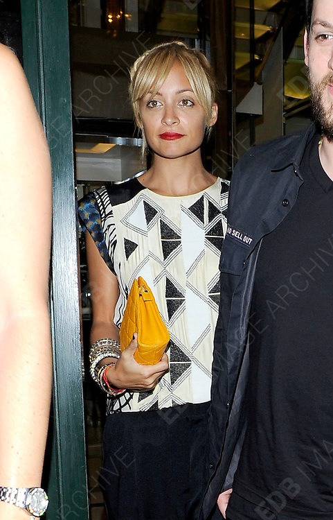 03.OCTOBER.2011. LONDON<br /> <br /> NICOLE RICHIE LEAVING THE IVY CLUB IN CENTRAL LONDON<br /> <br /> BYLINE: EDBIMAGEARCHIVE.COM<br /> <br /> *THIS IMAGE IS STRICTLY FOR UK NEWSPAPERS AND MAGAZINES ONLY*<br /> *FOR WORLD WIDE SALES AND WEB USE PLEASE CONTACT EDBIMAGEARCHIVE - 0208 954 5968*