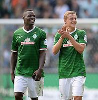 FUSSBALL   1. BUNDESLIGA   SAISON 2013/2014   2. SPIELTAG SV Werder Bremen - FC Augsburg       11.08.2013 Sebastian Proedl (li) und Felix Kroos (re, beide SV Werder Bremen) freuen sich nach dem Abpfiff