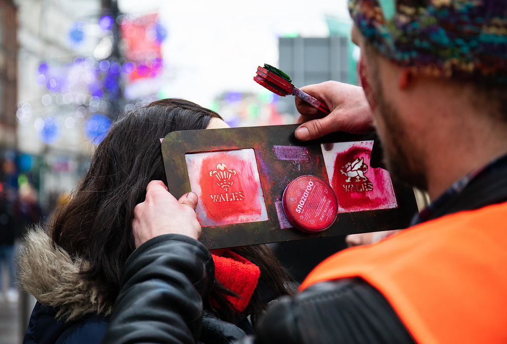 A Wales fan having face paint applied<br /> <br /> Photographer Simon King/Replay Images<br /> <br /> Under Armour Series - Wales v South Africa - Saturday 24th November 2018 - Principality Stadium - Cardiff<br /> <br /> World Copyright © Replay Images . All rights reserved. info@replayimages.co.uk - http://replayimages.co.uk