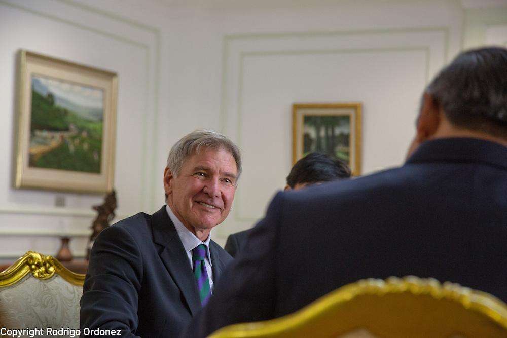 Actor and environmental activist Harrison Ford listens to the President of Indonesia, Susilo Bambang Yudhoyono, at the Presidential Palace in Central Jakarta, Indonesia. <br /> Harrison Ford visited Indonesia to learn more about deforestation, as one of the correspondents for Showtime's new documentary series about climate change Years of Living Dangerously.