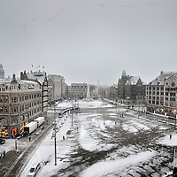 Nederland, Amsterdam , 2 december 2010..Winters beeld van de Dam gezien vanuit het Paleis op de Dam..The Dam in the center of Amsterdam seen from the Royal Palace.