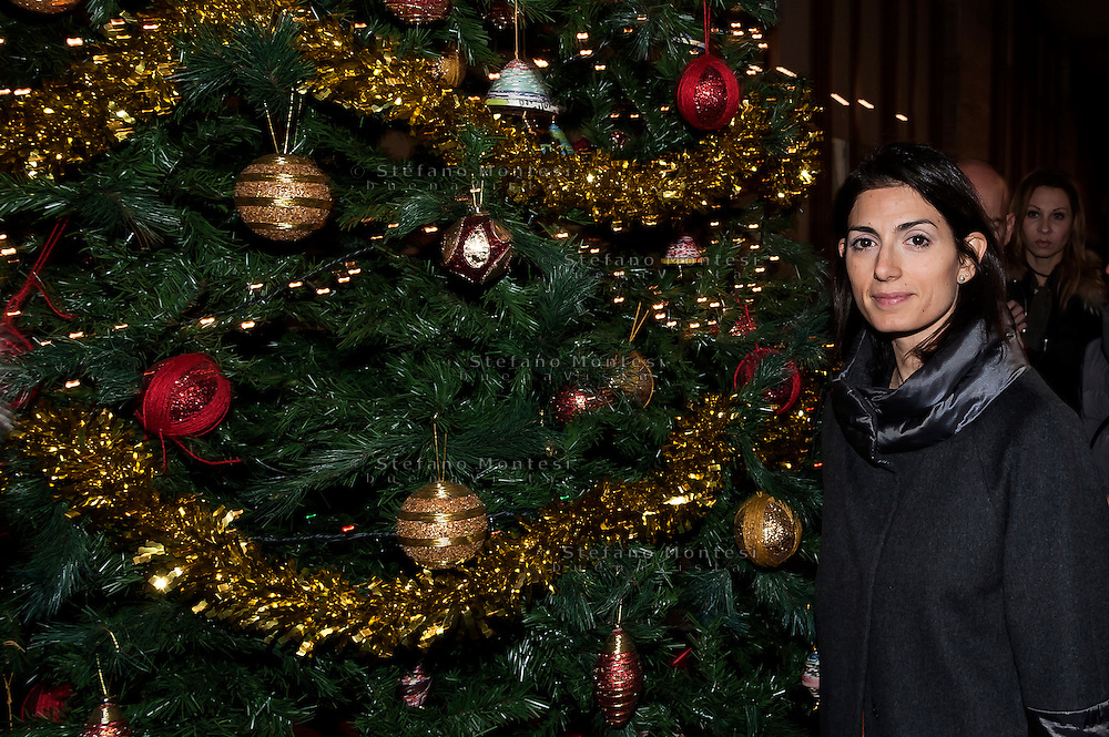 "ROME, ITALY -  DECEMBER 24:  Rome Mayor Virgina Raggi  during  Christmas Mass at the hostel ""Don Luigi Di Liegro"" to Termini Station, with the  guests of Caritas on December 24, 2016 in Rome, Italy. (Photo by Stefano Montesi/Corbis via Getty Images)"