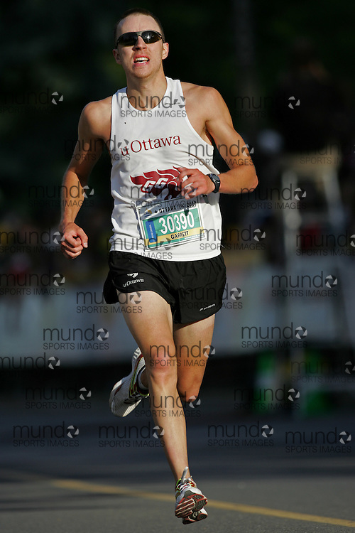 "(Ottawa, ON --- May 29, 2010) ""JONG, De Jong"" running in the 10km race during the Ottawa Race Weekend. Photograph copyright Sean Burges / Mundo Sport Images"