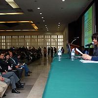 """Toluca, Mex.-  Frida Díaz Barriga Arceo, Catedrática, Escritora e Investigadora de la Educación, dicto la conferencia magistral """"Desarrollo del Currículo y Formación de Profesores para la Innovación de la Enseñanza"""", a maestros incorporados a los Servicios Educativos Integrados al Estado de México (SEIEM) y al Sindicato Nacional de Trabajadores de la Educación. Agencia MVT / José Hernández. (DIGITAL)<br /> <br /> <br /> <br /> NO ARCHIVAR - NO ARCHIVE"""