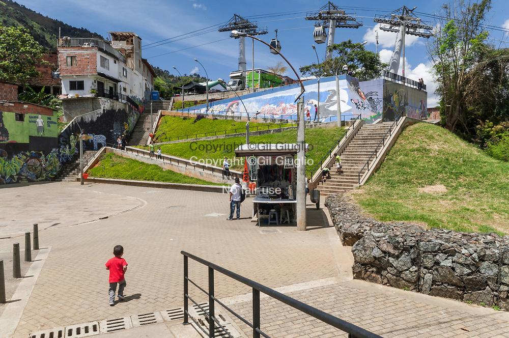 Colombie, Antioquia, Medellin, Comuna 1, centre culturel Parque Bibioteca Espana et Metrocable // Colombia, Antioquia, Medellin, Parque Biblioteca Espana cultural center and Metrocable