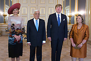 Officieel bezoek president Griekenland aan Nederland. Koning Willem-Alexander en Koningin M&aacute;xima de president en zijn echtgenote met een welkomstceremonie bij Paleis Noordeinde in Den Haag.<br /> <br /> President official visit to Greece Netherlands. King Willem-Alexander and Queen M&aacute;xima of the President and his wife with a welcome ceremony at Noordeinde Palace in The Hague.<br /> <br /> Op de foto / On the photo:  Koning Willem-Alexander en Koningin M&aacute;xima met de president van de Helleense Republiek, Prokopis Pavlopoulos en zijn vrouw Vlasi&aacute; Pavlopoulou<br /> <br /> King Willem-Alexander and Queen M&aacute;xima of the President of the Hellenic Republic, Prokopis Pavlopoulos and his wife Vlasi&aacute; Pavlopoulou