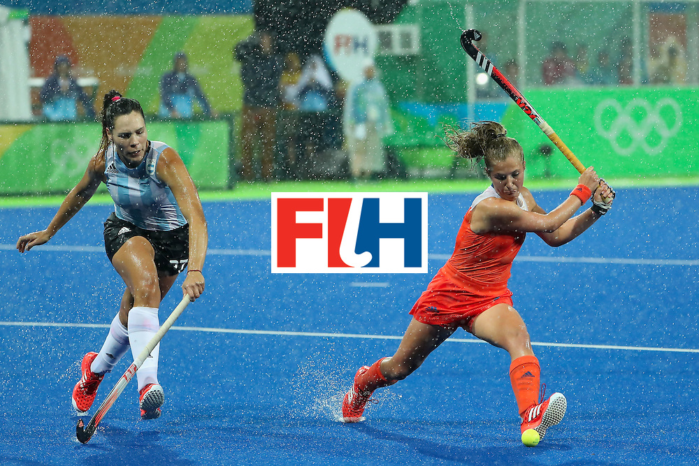 RIO DE JANEIRO, BRAZIL - AUGUST 15:  Xan de Waard #3 of Netherlands attempts a shot past Noel Barrionuevo #27 of Argentina during the quarter final hockey game on Day 10 of the Rio 2016 Olympic Games at the Olympic Hockey Centre on August 15, 2016 in Rio de Janeiro, Brazil.  (Photo by Christian Petersen/Getty Images)