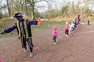 Nederland, Vught, 20141129.<br /> Zwarte Piet geeft hardloop cursus aan kinderen.<br /> We hebben geweldig nieuws uit Spanje want Renpiet komt 29 november om 13.00 uur training geven bij LSWA! Kids van LSWA leden tussen de 4 en 10 jaar kunnen aan deze ongetwijfeld leuke training die Renpiet komt geven meedoen.