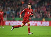 Fussball  DFB Pokal  Achtelfinale  2015/2016  15.12.2015 FC Bayern Muenchen - SV Darmstadt 98 Thomas Mueller (FC Bayern Muenchen) traegt eine Kapitaensbinde am Knie