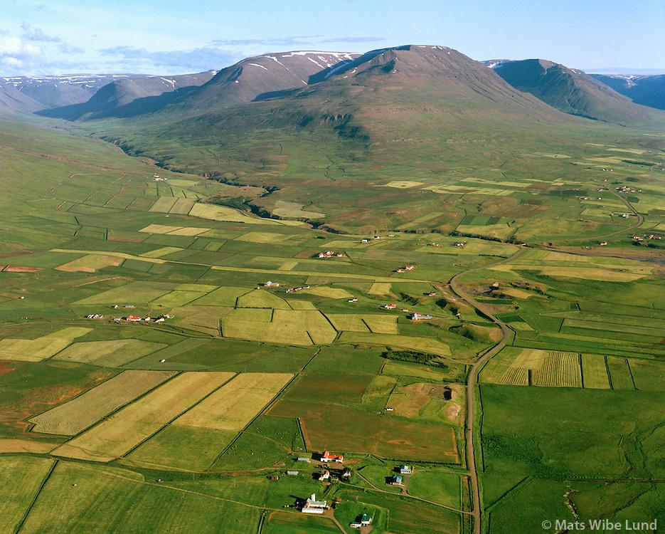 Þórustaðir, Svertingsstaðir, Gröf, Skálpagerði, Ytri-Hóll, Hjarðarhagi og Syðri-Hóll, o.fl. séð til suðurs. Eyjafjarðarsveit áður Öngulsstaðahreppur / Thorustadir, Svertingsstadir, Grof, Skalpagerdi, Ytri-Holl, Hjardarhagi, Sydri-Holl and more - viewing south, Eyjafjardarsveit former Ongulsstadahreppur.