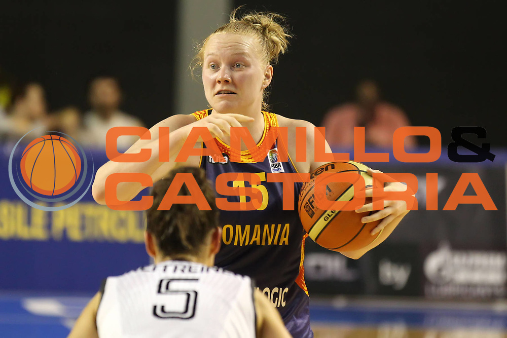DESCRIZIONE : Taranto Torneo di qualificazione Campionati Europei donne Polonia 2011 Romania Germania Romania Germany<br /> GIOCATORE : Paula Ciocan <br /> SQUADRA : Romania<br /> EVENTO : Torneo di qualificazione Campionato Europeo Donne Polonia 2011 Eurobasket Women Additional Qualifying Tournament<br /> GARA : Romania Germania Romania Germany<br /> DATA : 04/06/2011<br /> CATEGORIA : palleggio<br /> SPORT : Pallacanestro<br /> AUTORE : Agenzia Ciamillo-Castoria/ElioCastoria<br /> Galleria : FIP Nazionali 2011<br /> Fotonotizia :  Taranto Torneo di qualificazione Campionati Europei donne Polonia 2011 Romania Germania Romania Germany<br /> Predefinita :