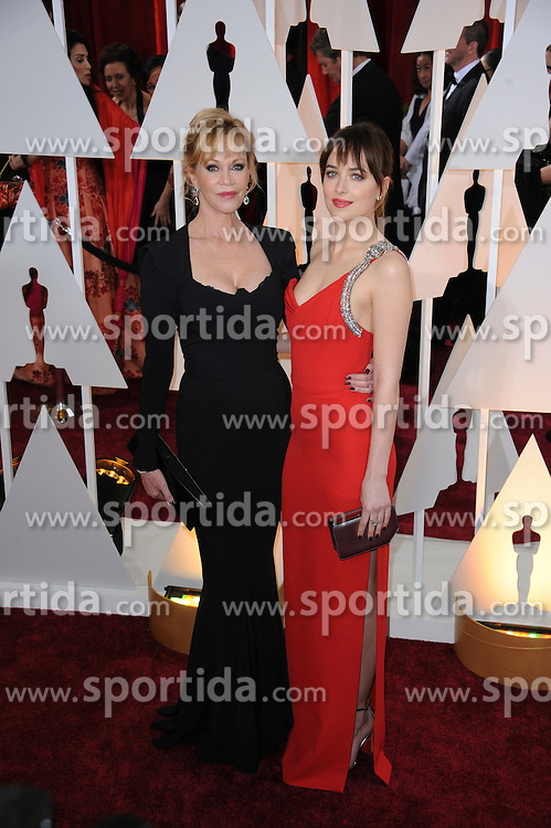 22.02.2015, Dolby Theatre, Hollywood, USA, Oscar 2015, 87. Verleihung der Academy of Motion Picture Arts and Sciences, im Bild Dakota Johnson &amp; mother Melanie Griffith // attends 87th Annual Academy Awards at the Dolby Theatre in Hollywood, United States on 2015/02/22. EXPA Pictures &copy; 2015, PhotoCredit: EXPA/ Newspix/ PGMP<br /> <br /> *****ATTENTION - for AUT, SLO, CRO, SRB, BIH, MAZ, TUR, SUI, SWE only*****