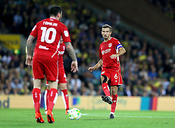 Gary O'Neil of Bristol City passes the ball to Lee Tomlin of Bristol City - Mandatory by-line: Robbie Stephenson/JMP - 16/08/2016 - FOOTBALL - Carrow Road - Norwich, England - Norwich City v Bristol City - Sky Bet Championship