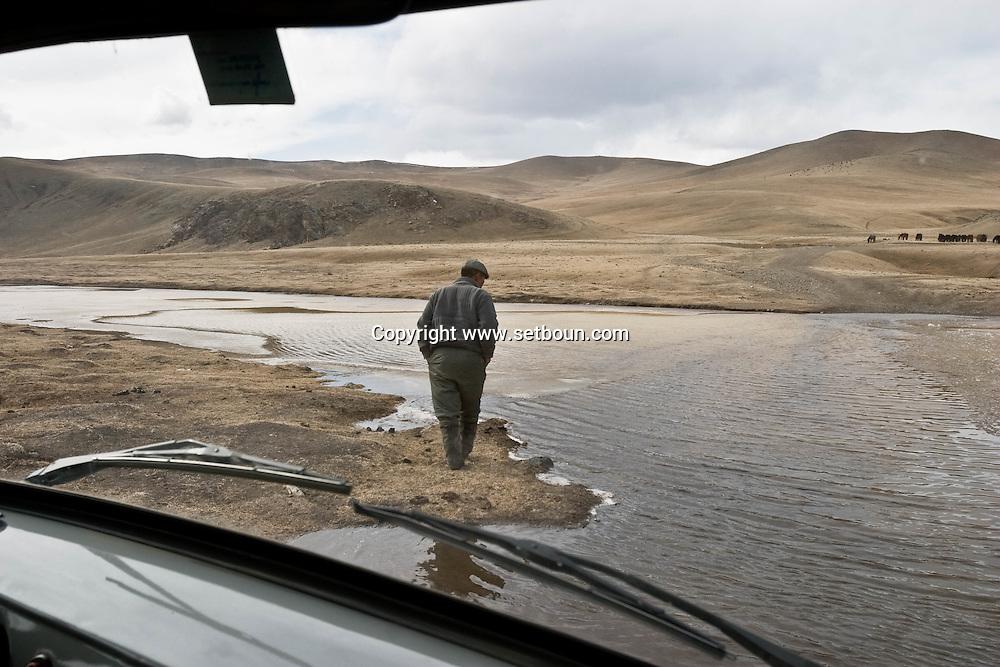 Mongolia. Gengis Khan monument.   snow in winter  Hakhorin -   / monument a la gloire de Gengis Khan; tente symbolique, (hakhorin) en hiver dans la neige  Karakorum - Mongolie
