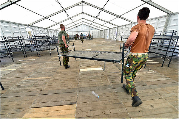 Nederland, Nijmegen,29-6-2015De voorbereidingen voor de nijmeegse vierdaagse zijn weer begonnen met de opbouw van het militair kamp op Heumensoord. De tenten worden geleverd door de Boer tentenbouw en geplaatst door vooral vakantiewerkers en seizoenskrachten. Er komen zo'n 5000 militairen uit verschillende landen te logeren. De 4-daagse vindt plaats in de derde week van juli. Ook militairen van de landmacht zijn al bezig met het aanleggen van de installaties. Foto: Flip Franssen/Hollandse Hoogte The International Four Day Marches Nijmegen (or Vierdaagse) is the largest marching event in the world. It is organized every year in Nijmegen mid-July as a means of promoting sport and exercise. Participants walk 30, 40 or 50 kilometers daily, and on completion, receive a royally approved medal, Vierdaagsekruisje. The participants are mostly civilians, but there are also a few thousand military participants. The maximum number of 45,000 registrations has been reached. More than a hundred countries have been represented in the Marches over the years. FOTO: FLIP FRANSSEN/ HOLLANDSE HOOGTE