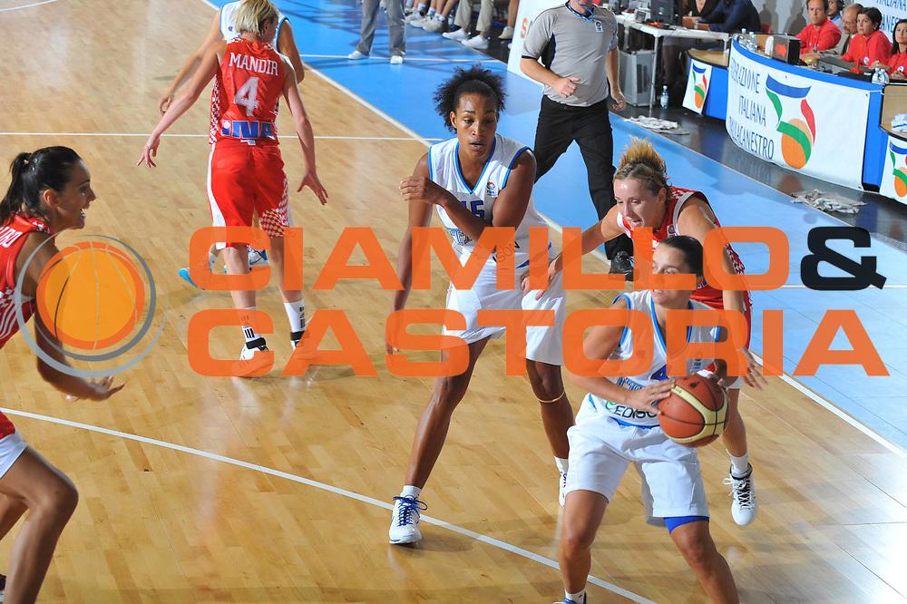 DESCRIZIONE : Cagliari Qualificazioni Campionati Europei Italia Croazia <br /> GIOCATORE : Angela Gianolla <br /> SQUADRA : Nazionale Italia Donne <br /> EVENTO :  Qualificazioni Campionati Europei Nazionale Italiana Femminile <br /> GARA : Italia Croazia<br /> DATA : 02/08/2010 <br /> CATEGORIA : Passaggio<br /> SPORT : Pallacanestro <br /> AUTORE : Agenzia Ciamillo-Castoria/M.Gregolin<br /> Galleria : Fip Nazionali 2010 <br /> Fotonotizia : Cagliari Qualificazioni Campionati Europei Italia Croazia<br /> Predefinita :
