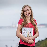 Nederland, Amsterdam, 22 oktober 2016.<br />7-Days jongere van het jaar verkiezing.<br />De genomineerden van de jongere van het jaar Verkiezingen 2016.<br />v.l.n.r. Jeroen van Holland,Susan Radder, Annegien Schilling, Costas Vermeer, Alessandra Peters, Trobi en een stand in.<br />Op de foto: Alessandra Peters (18) food blogger van www.thefoodieteen.com bracht een eigen kookboek uit.<br /><br /><br />Foto: Jean-Pierre Jans