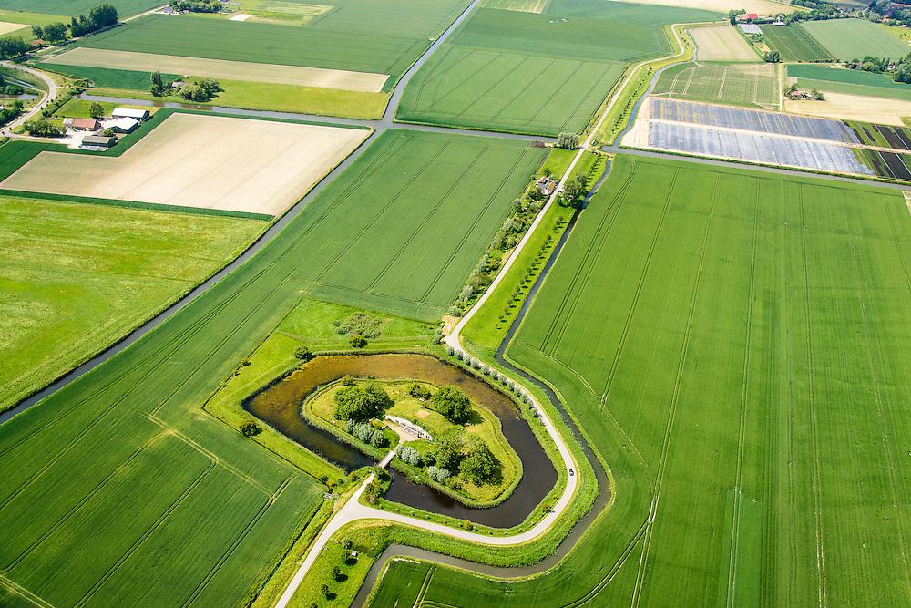 Nederland, Zuid-Holland, Brielle, 10-06-2015; Het Fort Penserdijk, onderdeel van de Stelling van de Monding der Maas en het Haringvliet (Stelling van Voorne). <br /> <br /> luchtfoto (toeslag op standard tarieven);<br /> aerial photo (additional fee required);<br /> copyright foto/photo Siebe Swart