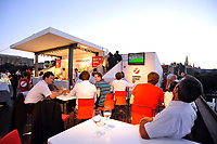 GEPA-2906087383A - WIEN,AUSTRIA,29.JUN.08 - FUSSBALL - UEFA Europameisterschaft, EURO 2008, Host City Fan Zone, Fanmeile, Fan Meile, Public Viewing. Bild zeigt die Summer-Lounge vom Bank Austria UniCredit Group Tower. Keyword: Hofburg.<br />