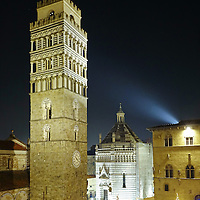 La torre del campanile di Pistoia, Battistero di San Giovanni in corte in Piazza del Duomo, Pistoia Capitale della Cultura italiana 2017