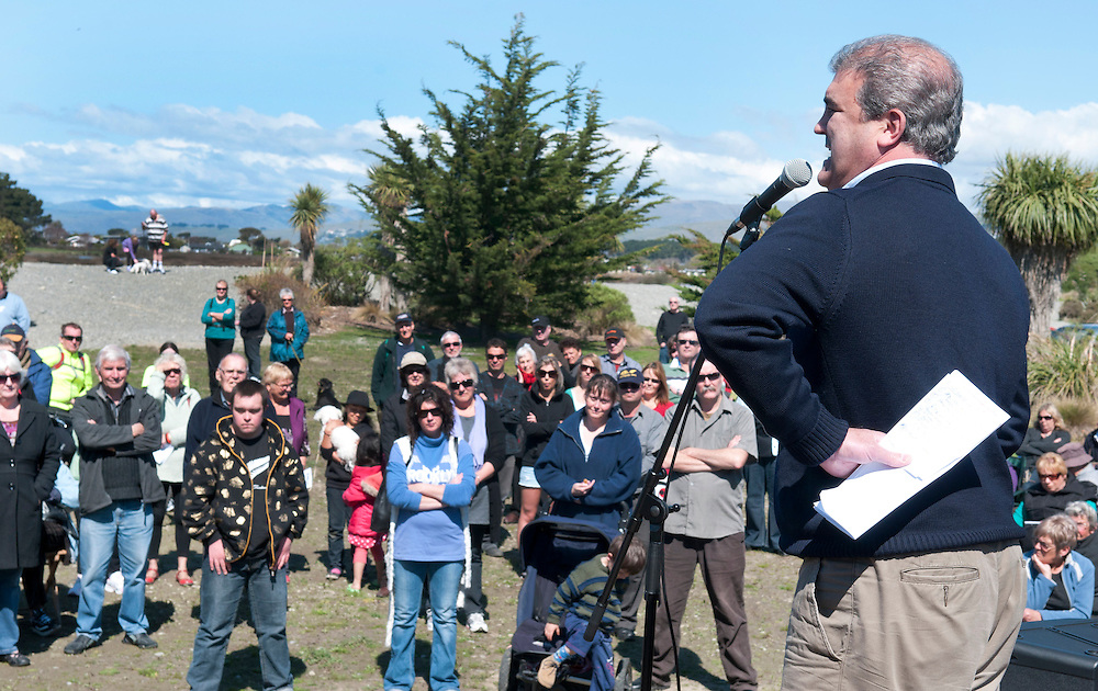 Labour MP, Clayton Cosgrove, Canterbury Earthquake Recovery spokesperson, speaks to red zone affected residents, at Bexley, Christchurch, New Zealand,  October 9, 2011. Credit: SNPA /  David Alexander.