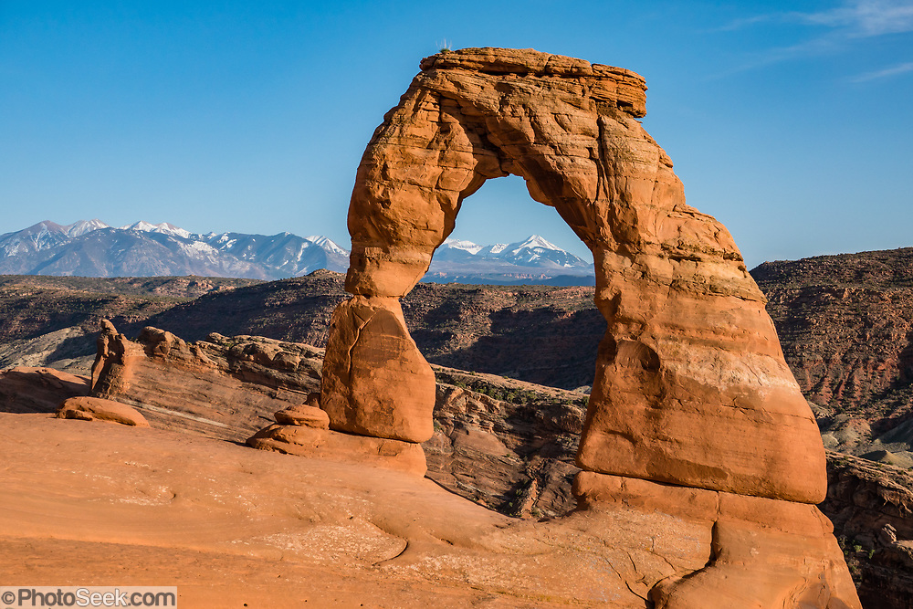 Delicate Arch and La Sal Mountains, Arches National Park, Moab, Utah, USA.