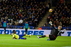 LEICESTER, ENGLAND - Boxing Day Monday, December 26, 2016: Everton's Idriss Gana Gueye misses a chance against Leicester City during the FA Premier League match at Filbert Way. (Pic by David Rawcliffe/Propaganda)
