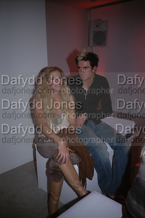 Laura Comfort and Kevin Pieterson. Party hosted by Linda Evangelista and Mac Cosmetics. The Hospital. London. 18 September 2005. ONE TIME USE ONLY - DO NOT ARCHIVE © Copyright Photograph by Dafydd Jones 66 Stockwell Park Rd. London SW9 0DA Tel 020 7733 0108 www.dafjones.com
