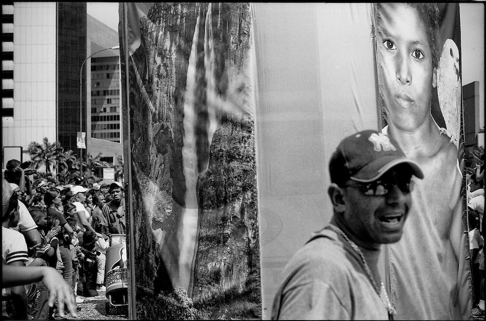 CARA-cas.Photography by Aaron Sosa.Carnivals of Caracas / Carnavales de Caracas.Caracas - Venezuela 2005.(Copyright © Aaron Sosa)
