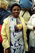 ROMA, 8 APRILE 2005.PIAZZA RISORGIMENTO.FEDELI  RADUNATI PER SEGUIRE I FUNERALI DI PAPA GIOVANNI PAOLO II.NELLA FOTO: FEDELE DEL CONGO KINSHASA.FOTO STEFANO MONTESI