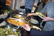 Nederland, Wijchen, 25-12-2014Samenzijn van de familie met kerstmis, 1e kerstdag. Voor het gemak is gekozen om het eten te laten verzorgen door een cateringsbedrijf.FOTO: FLIP FRANSSEN/ HOLLANDSE HOOGTE