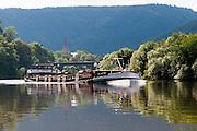 Frachtschiff auf dem Neckar, Neckargemünd, Baden-Württemberg, Deutschland | Cargo ship on the Neckar, Neckargemund, Baden-Wurttemberg, Germany