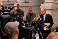 17 DEC 2004, BERLIN/GERMANY:<br /> Roland Koch, CDU, Ministerpraesident Hessen, gibt ein Pressestatement, waehrend einer Sitzung des Bundesrates, Vorhalle, Bundesrat<br /> IMAGE: 20041217-01-011<br /> KEYWORDS: Journalist, Journalisten, Mikrofon, microphone, Journalist, Journalisten