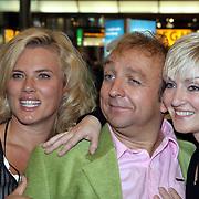 NLD/Schiphol/20081001 -  Perspresentatie Boeing Boeing, Dominique van Vliet, Jon van Eerd en Lone van Roosendaal