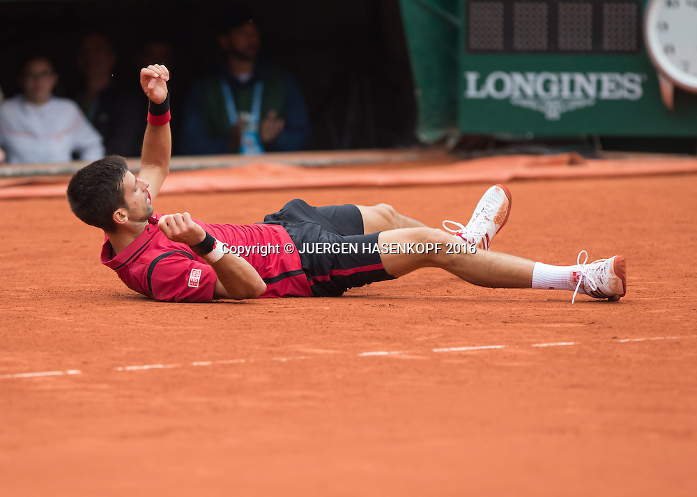 Novak Djokovic (SRB) liegt auf dem Boden nach seinem Sieg,Jubel,Emotion, Freude,Herren Finale, Endspiel,<br /> <br /> Tennis - French Open 2016 - Grand Slam ITF / ATP / WTA -  Roland Garros - Paris -  - France  - 5 June 2016.