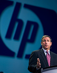 "Mark Hurd President and CEO of Hewlett Packard makes his keynote address during the Oracle Open World 2005 conference, September 20, 2005 in San Francisco, California.  In his speech, Hurd discussed the new ""Opimized for Agility"" Initiative between Oracle and HP, which will help maintain and improve IT services without affecting productivity.   Photo by Kim Kulish/"