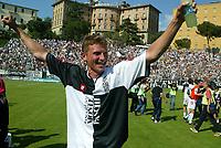 Siena 29-05-2005<br />Campionato di calcio serie A 2004-05 Siena Atalanta<br />Nella foto Flo che esulta a fine partita<br />Foto Snapshot / Graffiti