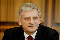 03.02.1998, BONN/GERMANY:<br /> Jerzy Buzek, Ministerpräsident Polen, Pressekonferenz vor der Bundespressekonferenz<br /> IMAGE: 980203-01/01-04