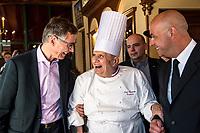 Paul Bocuse et son fils Jerome (D)<br /> LYON: Gault &amp; Millau Tour. le 23 mars, avait lieu le Gault &amp; Millau Tour en Rhone-Alpes. C est dans la celebre Abbaye de Collonges de Paul Bocuse, a Collonges-au-Mont-d Or, que plusieurs generations de professionnels s etaient reunies, pour une fete de la gastronomie en region. Chefs, sommeliers et patissiers furent recompenses et encourages pour leur travail mene avec passion, avec la presence de M. Paul en personne.