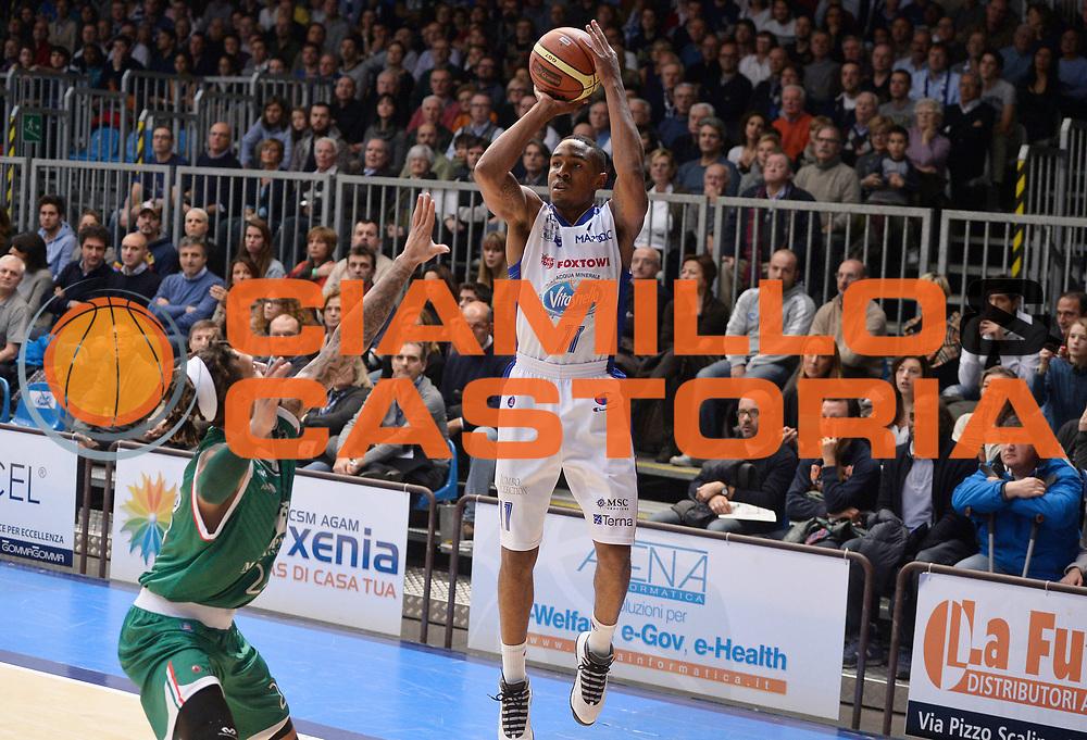 DESCRIZIONE : Cantu' campionato serie A 2013/14 Acqua Vitasnella Cantu' Montepaschi Siena<br /> GIOCATORE : Michael Jenkins<br /> CATEGORIA : tiro<br /> SQUADRA : Acqua Vitasnella Cantu'<br /> EVENTO : Campionato serie A 2013/14<br /> GARA : Acqua Vitasnella Cantu' Montepaschi Siena<br /> DATA : 24/11/2013<br /> SPORT : Pallacanestro <br /> AUTORE : Agenzia Ciamillo-Castoria/R.Morgano<br /> Galleria : Lega Basket A 2013-2014  <br /> Fotonotizia : Cantu' campionato serie A 2013/14 Acqua Vitasnella Cantu' Montepaschi Siena<br /> Predefinita :