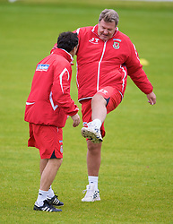 CARDIFF, WALES - Tuesday, October 7, 2008: Wales' manager John Toshack and assistant coach Dean Saunders during training at the Vale of Glamorgan Hotel ahead of the 2010 FIFA World Cup South Africa Qualifying Group 4 match against Liechtenstein. (Photo by David Rawcliffe/Propaganda)