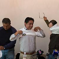 Toluca, Mex.- Pedro Salvador Alé y Gregorio Esquivel Caudillo durante la conferencia de prensa donde anunciaron el programa de la Marcha Mundia por la Paz y la No Violencia que dará inicio el próximo 2 de octubre en Nueva Zelanda y concluirá en la cordillera de los Andes Argentina el 2 de enero de 2010. Agencia MVT / Mario Vázquez de la Torre. (DIGITAL)<br /> <br /> NO ARCHIVAR - NO ARCHIVE