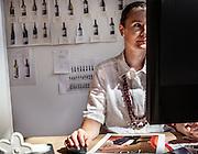 Magrè, Tenuta Tòr Löwengang, Veronika Wolfe nel suo ufficio