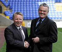 Photo: Paul Thomas.<br /> Bolton Wanderers Press Conference. 30/04/2007.<br /> <br /> New Bolton manager Sammy Lee (L) and Chairman Phil Gartside shake hands on the new deal.