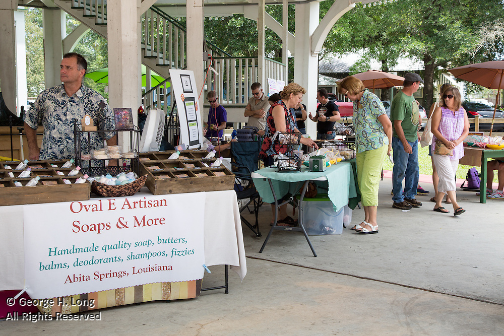 Abita Springs Art & Farmers Market in Abita Springs Park